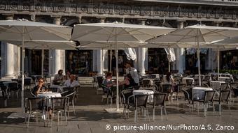 Αλλάζουν και πάλι όσα ισχύουν για καφέ και εστιατόρια στην Ιταλία