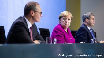 Τα κρατίδια δεν είναι πλέον διατεθειμένα να δεχονται τελεσίγραφα της καγκελαρίας - Η Άνγκελα Μέρκελ με τον δήμαρχο Βερολίνου Μίχαελ Μύλερ και τον βαυαρό πρωθυπουργό Μάρκους Ζέντερ