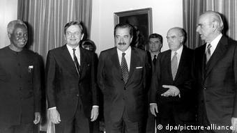 Ο Πάλμε με τον Αν.Παπανδρέου και τον Κ.Καραμανλή στην πρωτοβουλία ειρήνης Πέντε Ήπειροι, Αθήνα 1985