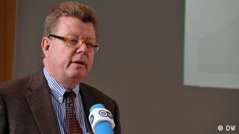 Ο Ρόναλντ Μαϊνάρντους είναι επικεφαλής του παραρτήματος του Ιδρύματος Friedrich Naumann (Φρίντριχ Νάουμαν) που πρόσκειται στους Γερμανούς Φιλελεύθερους (FDP), στην Κωνσταντινούπολη.