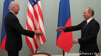 Μόσχα, 2011. Ο τότε αντιπρόεδρος των ΗΠΑ συναντά τον τότε Ρώσο πρωθυπουργό