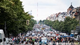Διαδήλωση Βερολίνο, αντίπαλοι, εμβόλια,